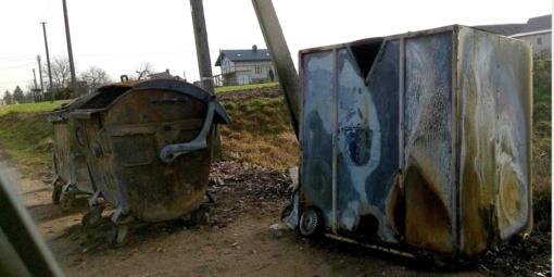 Vilainiuose liepsnojo konteineriai