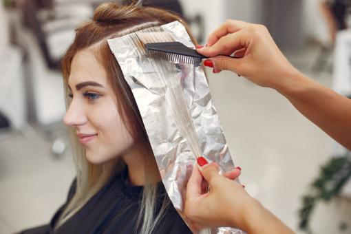 Plaukų dažai: kokių medžiagų negali būti jų sudėtyje?