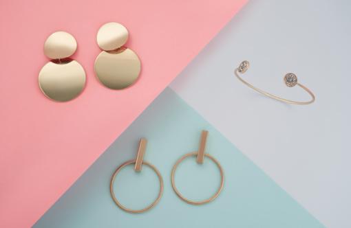 Auksiniai auskarai – kaip pasirinkti tinkamus?