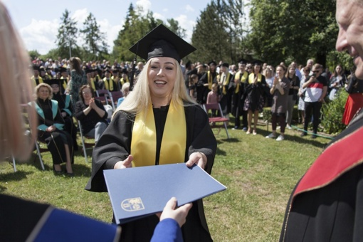 Diplomai Šiaulių universiteto absolventams – tarp Botanikos sodo žiedų