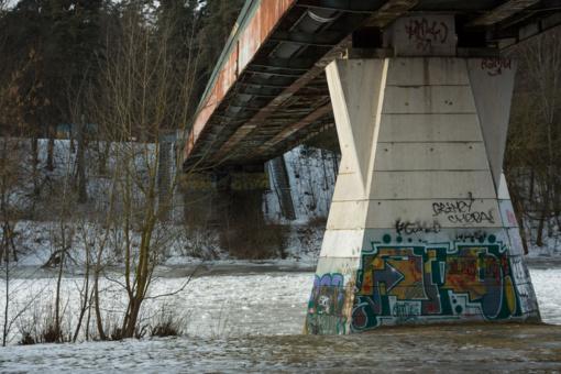 Vilniuje sulaikytas viaduko sienas tepliojęs vyras