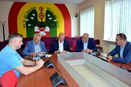 Šilalėje pasirašyta statybos rangos sutartis dėl Laisvalaikio ir sporto salės statybos darbų