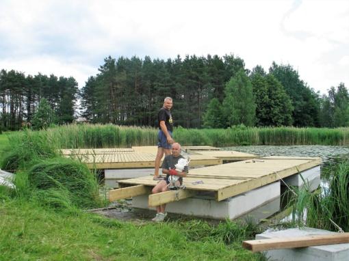 Vyžuonaičio ežere baigiamas montuoti takas ant pontonų