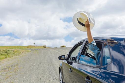 Iškišta pro automobilio langą ranka – ne tik kvailumas