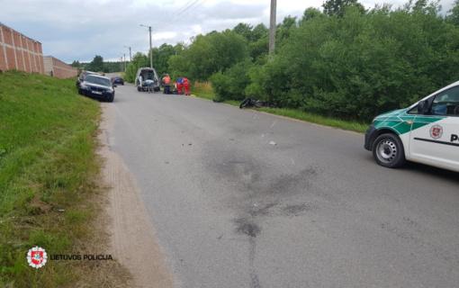 Utenoje motociklas rėžėsi į automobilį