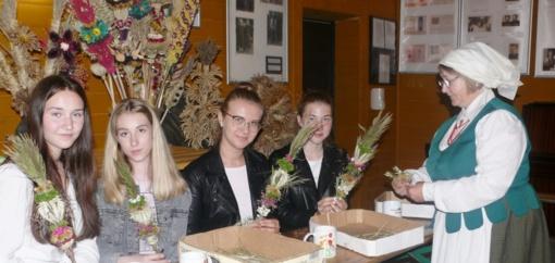 Rudaminos Ferdinando Rušcico gimnazijos mokiniai mokėsi rišti tradicines Vilniaus krašto verbas
