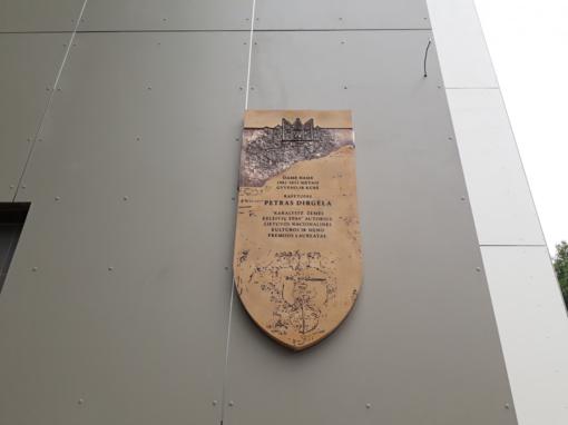 Vilniuje atidengta atminimo lenta rašytojui Petrui Dirgėlai