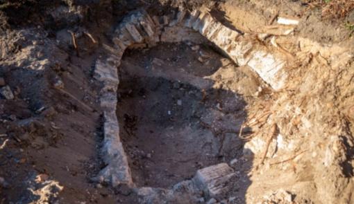 Reformatų skvere Vilniuje archeologai rado tris galimai XVIII amžiaus kapavietes