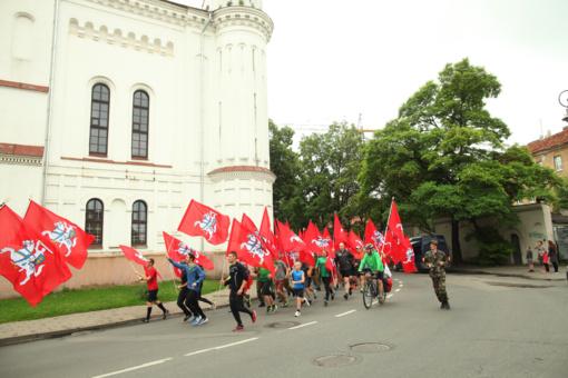 Valstybės dieną – bėgimas ir važiavimas dviračiais su daugybe vėliavų