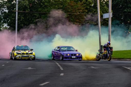 Valstybės dienos proga - Kaune trispalvė iš dūmų
