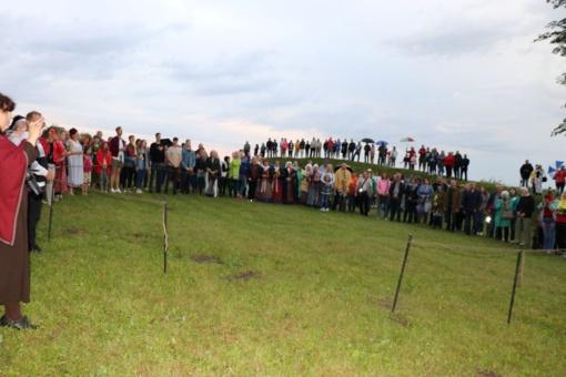 Tautiška giesmė aidėjo nuo Rudaminos piliakalnio, iš daugelio rajono kaimų, miestų parkų, bendruomenių susibūrimo vietų