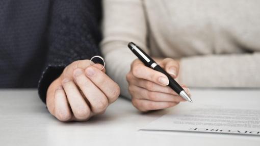 Vyriausybė spręs dėl siūlymo tam tikrais atvejais leisti santuokas nutraukti notarams