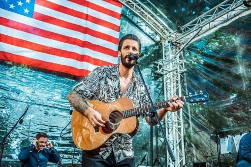 Į romantišką gyvos muzikos kelionę po atviru dangumi šiauliečius kvies Justinas Jarutis