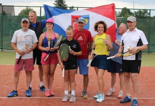 Baisogalos teniso kortuose varžėsi poros