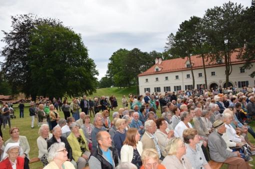 Valstybės diena tradiciškai buvo paminėta Biržų girioje