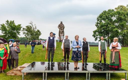 Birštoniečiai kartu su visa Lietuva paminėjo Valstybės dieną – karaliaus Mindaugo karūnavimo šventę