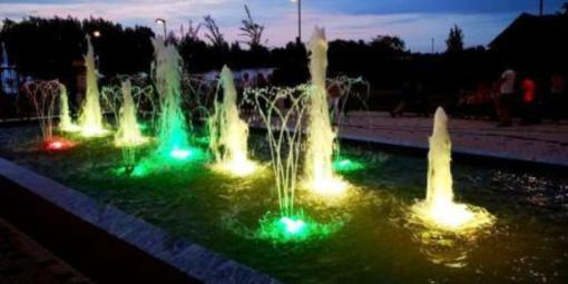 Ir Širvintose jau trykšta spalvoti fontanai