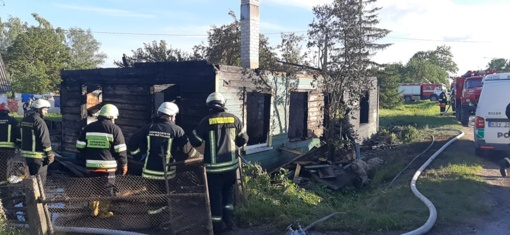 Nelaimė Šakynoje: užsiliepsnojus namui, sudegė jame buvusi neįgali moteris