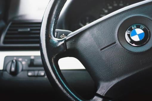 Šilutės rajone padegtas BMW automobilis