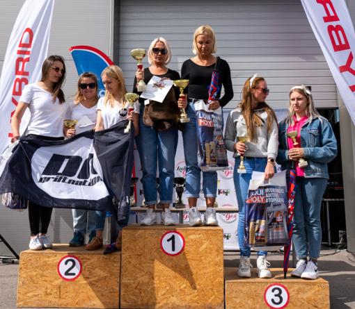 Nacionalinės vairuojančių moterų varžybos 2020: pirmąjį etapą nugalėjo mama ir dukra