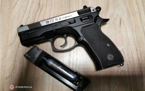 Pas neblaivų tauragiškį rastas ginklas