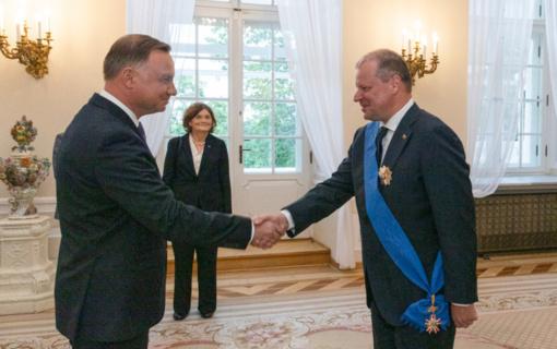 Lenkijoje S. Skverneliui įteiktas apdovanojimas už indėlį stiprinant abiejų šalių dialogą