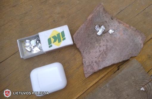 Sostinės pareigūnams įkliuvo du narkotikų prekeiviai, vienas jų – nepilnametis