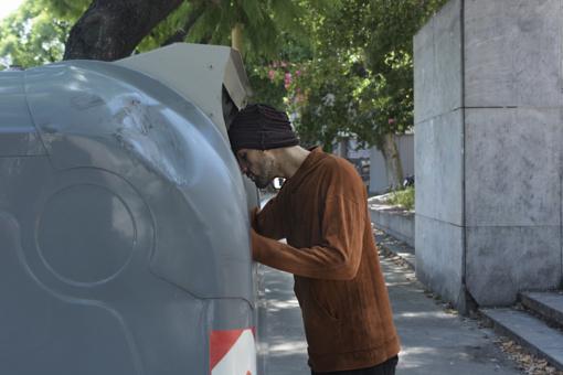 Kelmėje į pusiau požeminį atliekų konteinerį įkrito vyras