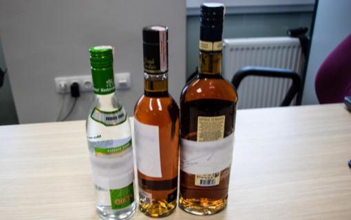 Plungės rajono pareigūnai nustatė prekybos alkoholiu pažeidimų