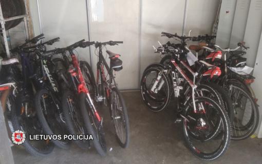 Neringos policijos pareigūnai surado visus pastarosiomis dienomis kurorte pavogtus dviračius (vaizdo įrašas)