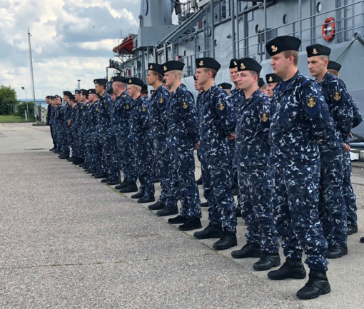 """Ceremonijoje Klaipėdoje išlydėti štabo ir aprūpinimo laivo ,,Jotvingis"""" įgula ir kariai"""
