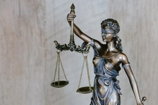 Iš teisėjų korupcijos tyrimo atskirtoje byloje nuteistas papirkti teisėją siekęs vyras