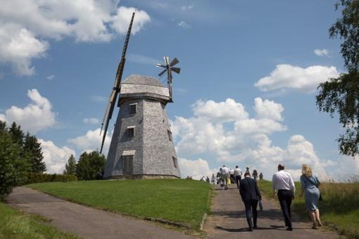 Atgaivintas Vištyčio vėjo malūnas jau atvėrė duris