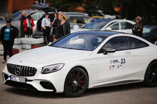 """Vairuojančios moterys Žematijoje """"Damų rally 2020"""" varžėsi ne tik stiliumi, bet ir naujausiais automobiliais"""