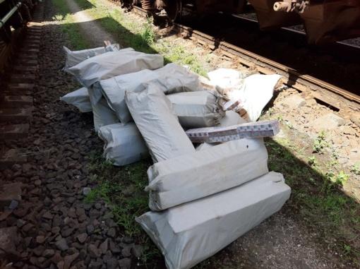 Krovininiame vagone aptikta daugiau kaip 12 tūkst. pakelių kontrabandinių rūkalų