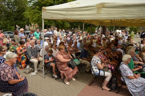 """Folkloro festivalis """"Rytoj iš ryto rugelius kirsim"""" ir Škaplierinės atlaidai – graži Radviliškio tradicija"""