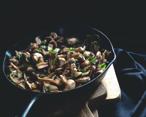 6 klaidos, kurių reikia vengti norint skaniai paruošti grybus keptuvėje