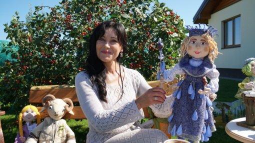 Astos lėlių gyvenimas: ir sesės, ir psichologės