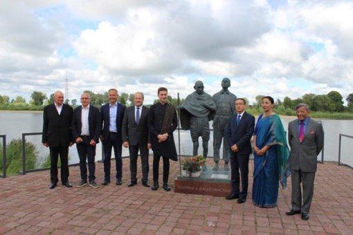 Rusnėje už nuopelnus Indijos ir Lietuvos draugystei apdovanotas mokytojas V. Toleikis