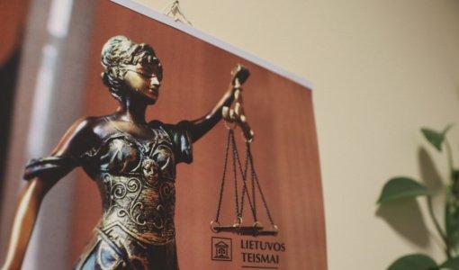 Teismas paskelbė nuosprendį baudos išvengti bandžiusiai ir kyšį policininkui davusiai pensininkei