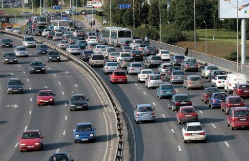 Taršių automobilių mokestį siūloma skirti miestų želdynams