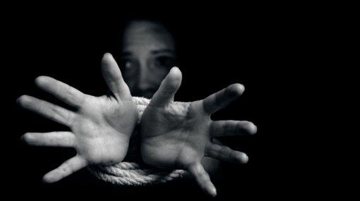 Įsteigta pagalbos telefonu linija pranešimams apie prekybą žmonėmis