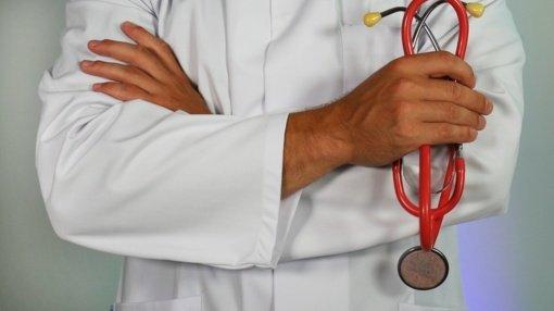 Vyriausybė panaikins rekomendaciją prioritetą teikti nuotolinėms gydytojų konsultacijoms