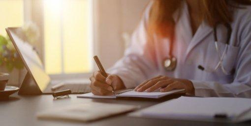 Gydymo įstaigos nebeturės teikti prioriteto nuotolinėms gydytojų konsultacijoms