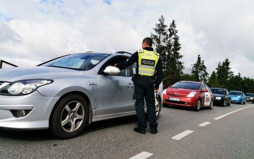 Žmonai vairuoti leido tik tada, kai patį pričiupo vairuojant girtą