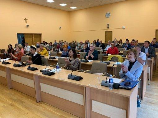 Tarybos posėdžio metu apdovanoti rajono seniūnijų sportininkai ir atliekų kultūros egzamino laimėtojai