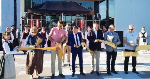 Iškilmingai atidaryta rekonstruota aikštė Šventojoje