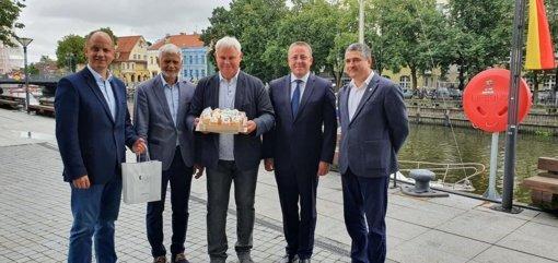 Klaipėdos regionas pasveikino Klaipėdos miestą gimimo dienos proga