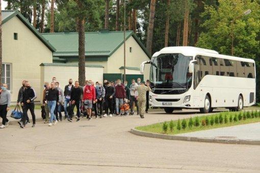 Pusseptinto šimto jaunuolių pradeda mokytis karybos pagrindų Lietuvos kariuomenėje, tarp jų – net 21 mergina