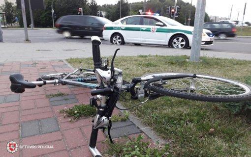 Tauragės rajone automobilis susidūrė su dviratininkėmis
